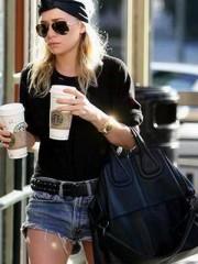 เซเลป Ashley Olsen กับ ใบดำอันโปรด