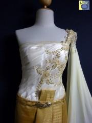 ชุดแต่งงานชุดไทยประยุกต์สีทอง ผ้าลูกไม้สวยๆ ตกแต่งสไบสีพื้น