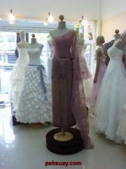 ชุดแต่งงานชุดไทยสีกลีบบัว เสื้อผ้าไหมแท้จับเดรป