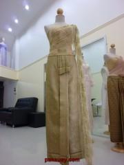 ชุดไทยสีทอง