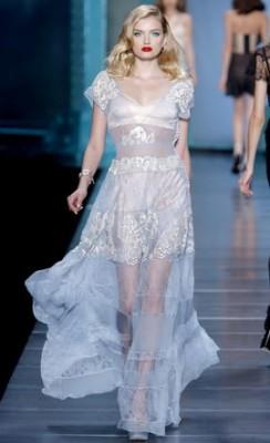 แบบเสื้อผ้าชุดไปงานแฟชั่น ผู้หญิงทรงผมลอนย้อนยุค Dior สวยเริ๊ดเชิ๊ด