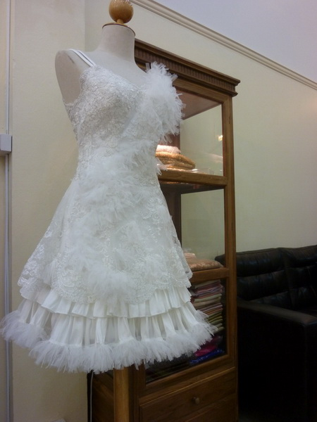 เช่าชุดแต่งงาน ซื้อชุดเจ้าสาว ดีไซน์ เดิร์นๆ ลีลาโรส