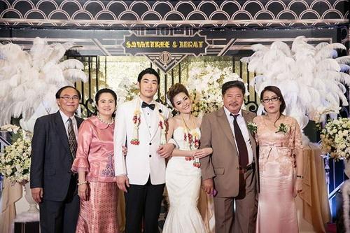 รูปชุดแต่งงาน ชุดไทย