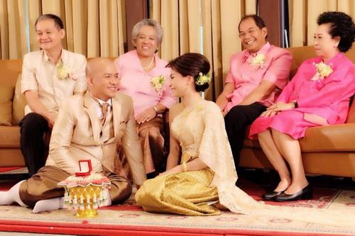รูปชุดแต่งงาน ชุดไทย คุณเอ๋ คุณนัท