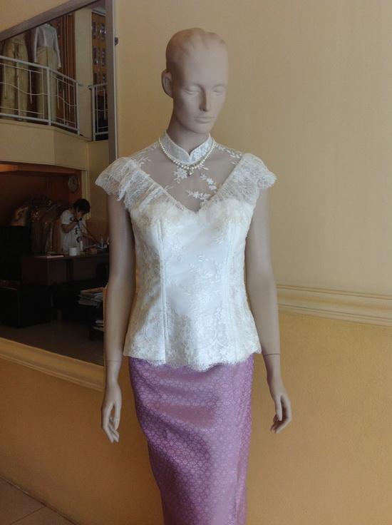 เสื้อลูกไม้ ผ้าถุง แบบชุดไทย งานบุญ งานแต่ง