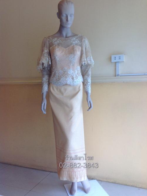 Dress ลูกไม้ คอกว้าง ไหล่ แต่งระบาย ผ้าถุง