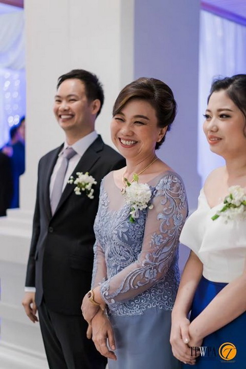 ชุดเดรสไปงานแต่งงาน กลางคืน