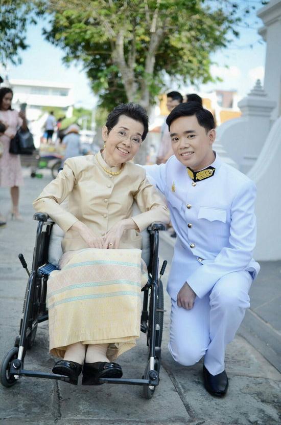 ชุดไทยคุณแม่