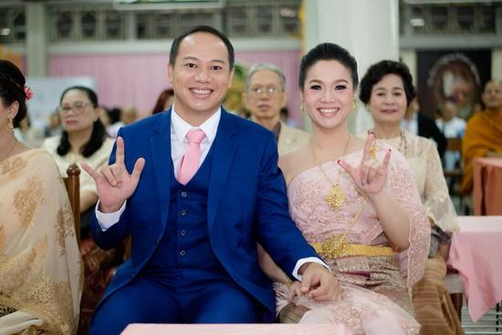 ชุดไทยพระราชนิยม ชุดไทยแต่งงาน ร้านลีลาโรส ภูมิใจ