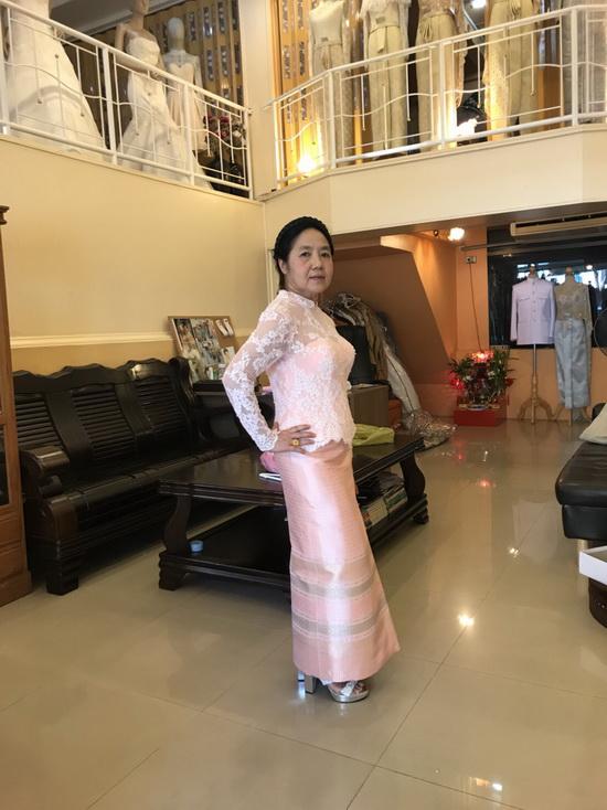 ชุดผู้ใหญ่ คอวี แขนสามส่วน ผ้านุง แบบไทยประยุกต์