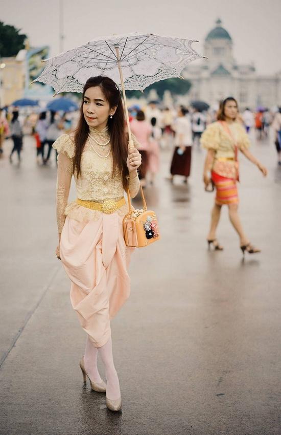 ชุดไทยโจงกระเบน