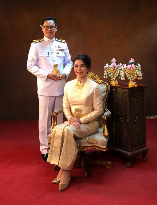 ชุดไทยสีทอง บรมพิมาน
