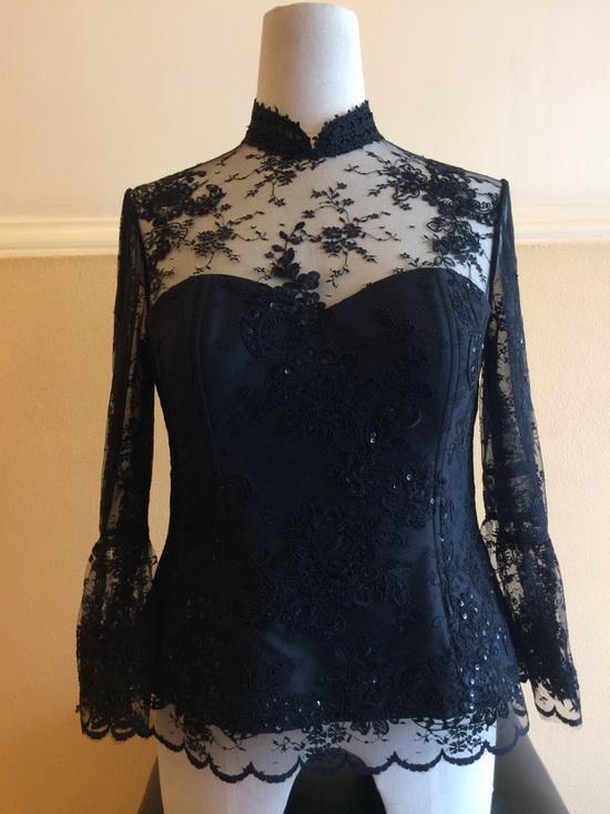 ชุดดำ เสื้อลูกไม้ ผ้าถุง แบบไทย