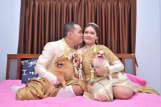 รูป ชุดไทยพระราชนิยม