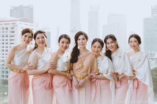 ภาพชุดไทยแต่งงาน