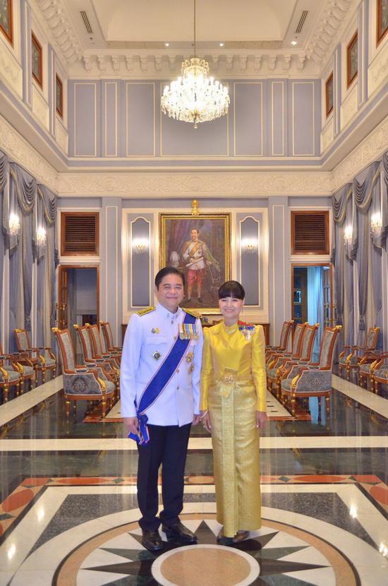 ชุดไทยบรมพิมาน สีเหลือง